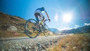 Florian Hudry à vélo dans la montée des Belleville